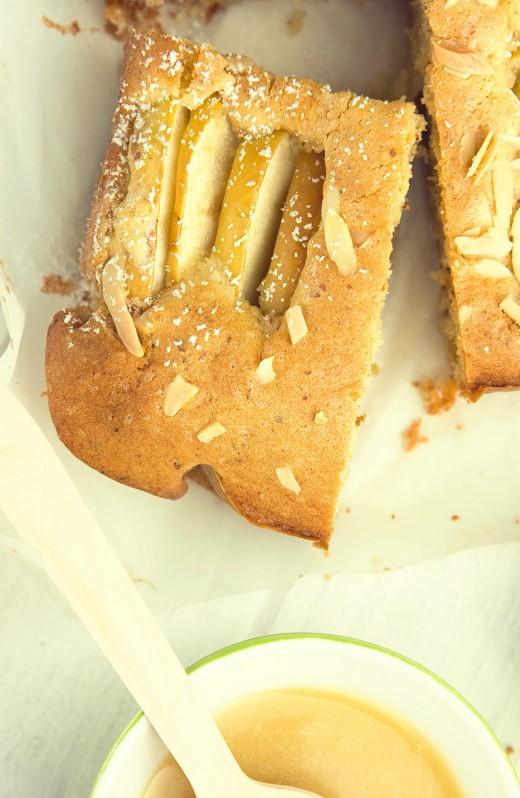 Ciasto z jabłkami i sosem toffee