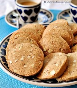 korzenne ciasteczka z migdalami