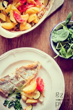 Smażona ryba Miruna z zapiekanymi warzywami.