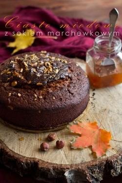 Aromatyczne ciasto miodowe z sokiem marchewkowym
