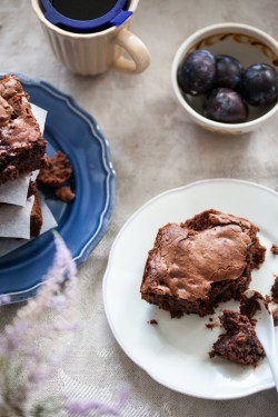 Brownie z suszonymi śliwkami