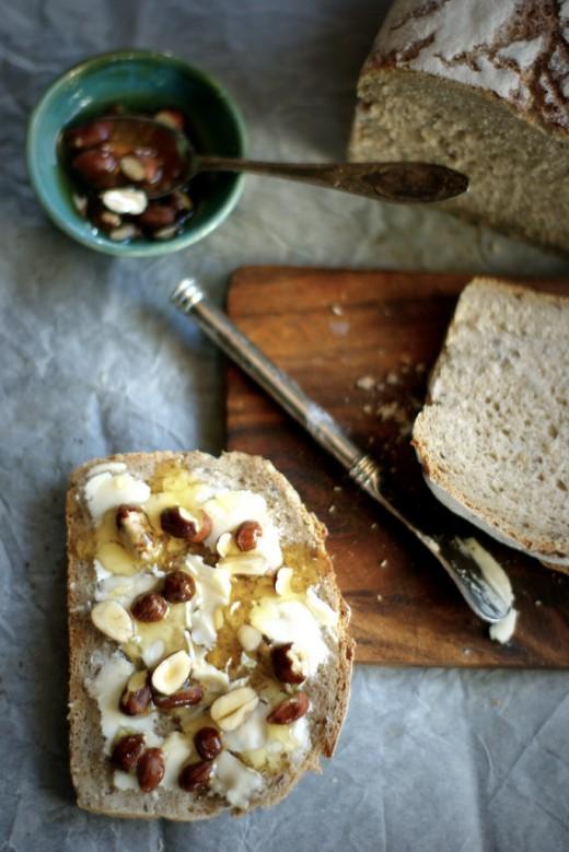 Chleb z miodem i orzechami