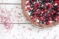 Czekoladowa tarta z owocami