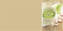 Czosnkowy dip z awokado i sałaty