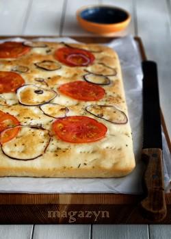 Focaccia z pomidorami i oregano