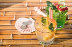 Grejpfrutowo-brzoskwiniowy napój z limonką