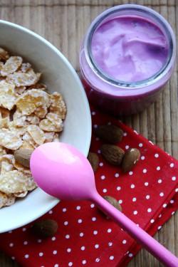 Jogurt jagodowo-migdałowy