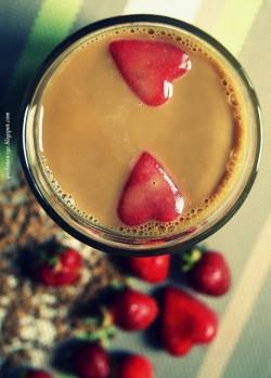 Kawa mrożona z truskawkami