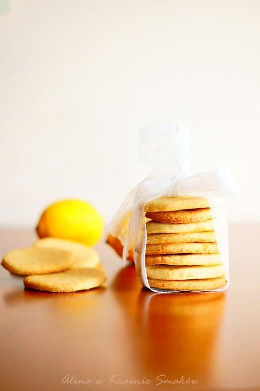 Kruche ciasteczka cytrynowe z dodatkiem kaszy mannyAlina w Krainie Smaków