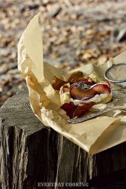 Kruche ciasto z ricottą, tymiankiem, jabłkami i śliwkami