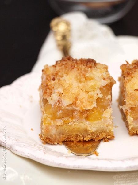 Kruche ciasto ze śliwkami i kruszonką