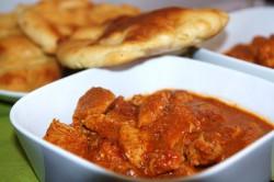 Kurczak tikka masala i chlebki naan