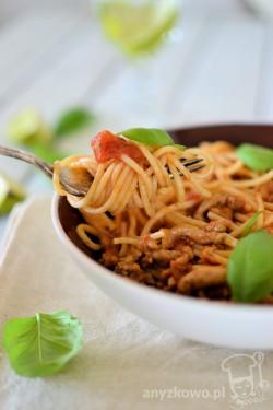 Makaron w pikantnym sosie bolognese