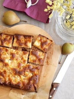 Marcepanowe ciasto z gruszkami
