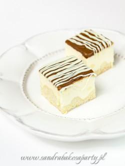 Mini serniczki koktajlowe skąpane w czekoladzie