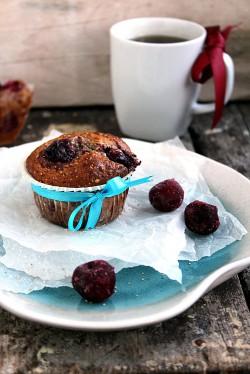 Muffiny makowe z wiśniami
