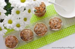 Muffiny razowe z marchewką i suszonymi śliwkami