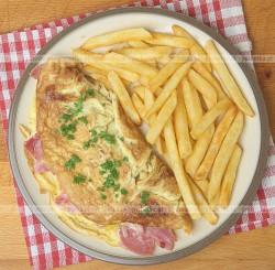 Omlet z szynką i pieczarkami