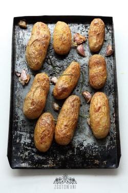 Pieczone ziemniaki z sosem koperkowo czosnkowym