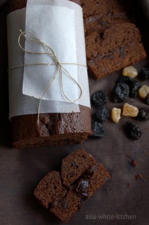 Piernik czekoladowy z nutellą z suszoną śliwką i imbirem