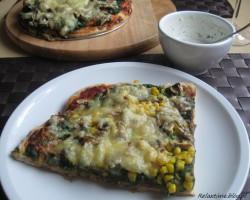 Pizza ze szpinakiem i pieczarkami