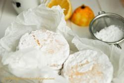 Pudrowe ciasteczka cytrynowe z rumem