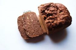 razowy chleb orkiszowy z orzechami