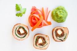 Roladki z polędwicy wieprzowej podane w stylu sushi