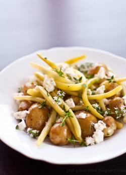 Sałatka z fasolki szparagowej, młodych ziemniaków i fety