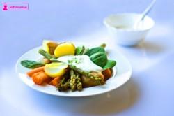 Sos z rzeżuchy czy sos sezamowy? Warzywa na parze.