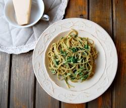Spaghetti ze szpinakiem i kozim serem