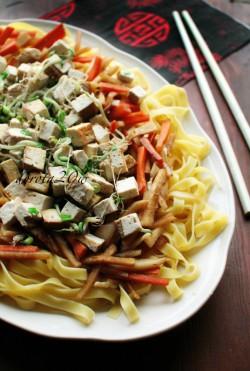 Stir-fry z tofu, marchewki i rzodkwi po chińsku