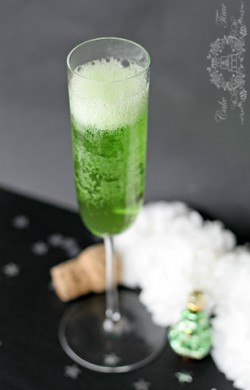 szmaragdowy brylant, koktajl z szampanem