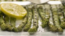 Szparagi z cytryną i masłem