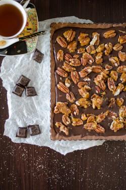 Tarta czekoladowa z karmelizowanymi orzechami pecan