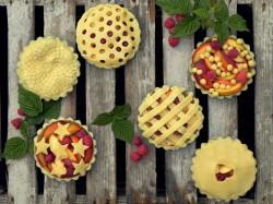 Tartaletki z nektarynkami i malinami