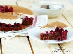 tort z malinami i masą serową