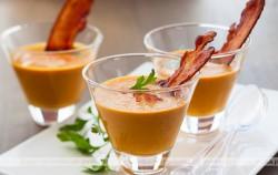 Świeży sok z marchwi i jabłka