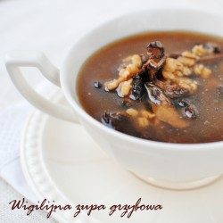 wigilijna zupa grzybowa z kaszą