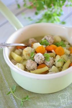 Zupa jarzynowa z mini pulpecikami