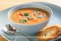 Zupa krem z marchewki z białym pieczywem
