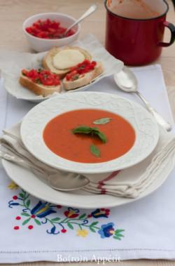 Zupa ze swiezych pomidorow