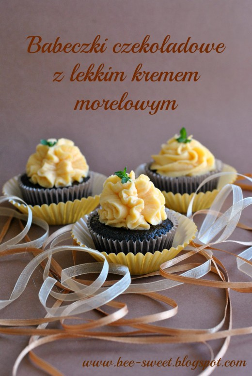 Babeczki czekoladowe z lekkim kremem morelowym