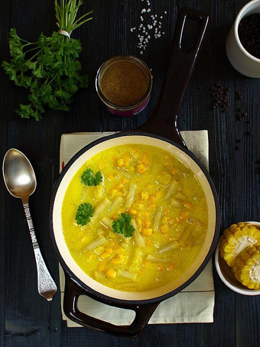 Bardzo żółta zupa z fasolki szparagowej (żółtej) i kukurydzy (też żółtej)