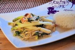 Szparagi z krewetkami w zielonym curry z mlekiem kokosowym