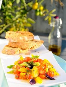 Bruschetta z marynowanych pomidorków koktajlowych daleka od rutyny