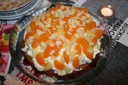 Błyskawiczne ciasto z bitą śmietaną i owocami