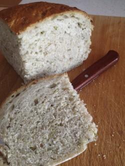 Chleb z cukinią i orzechami włoskimi
