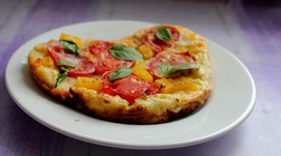 Omlet z pomidorami i żółtą papryką