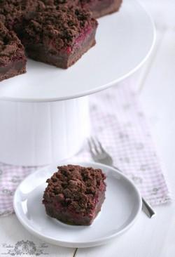 ciasto czekoladowe z budyniem i malinami